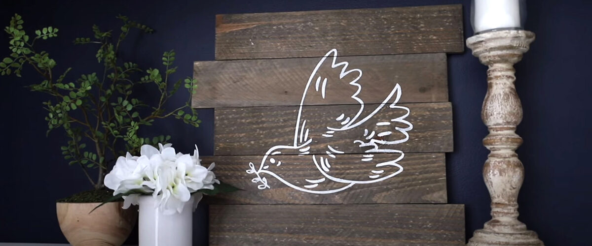 TRASH TO TREASURE PALLET DECOR! 💚 You HAVE to try this trick!