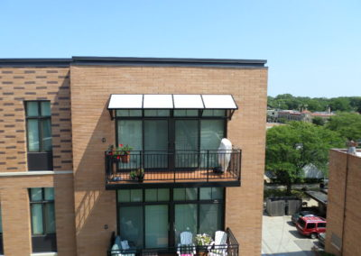 metal-balcony-with-sunshade