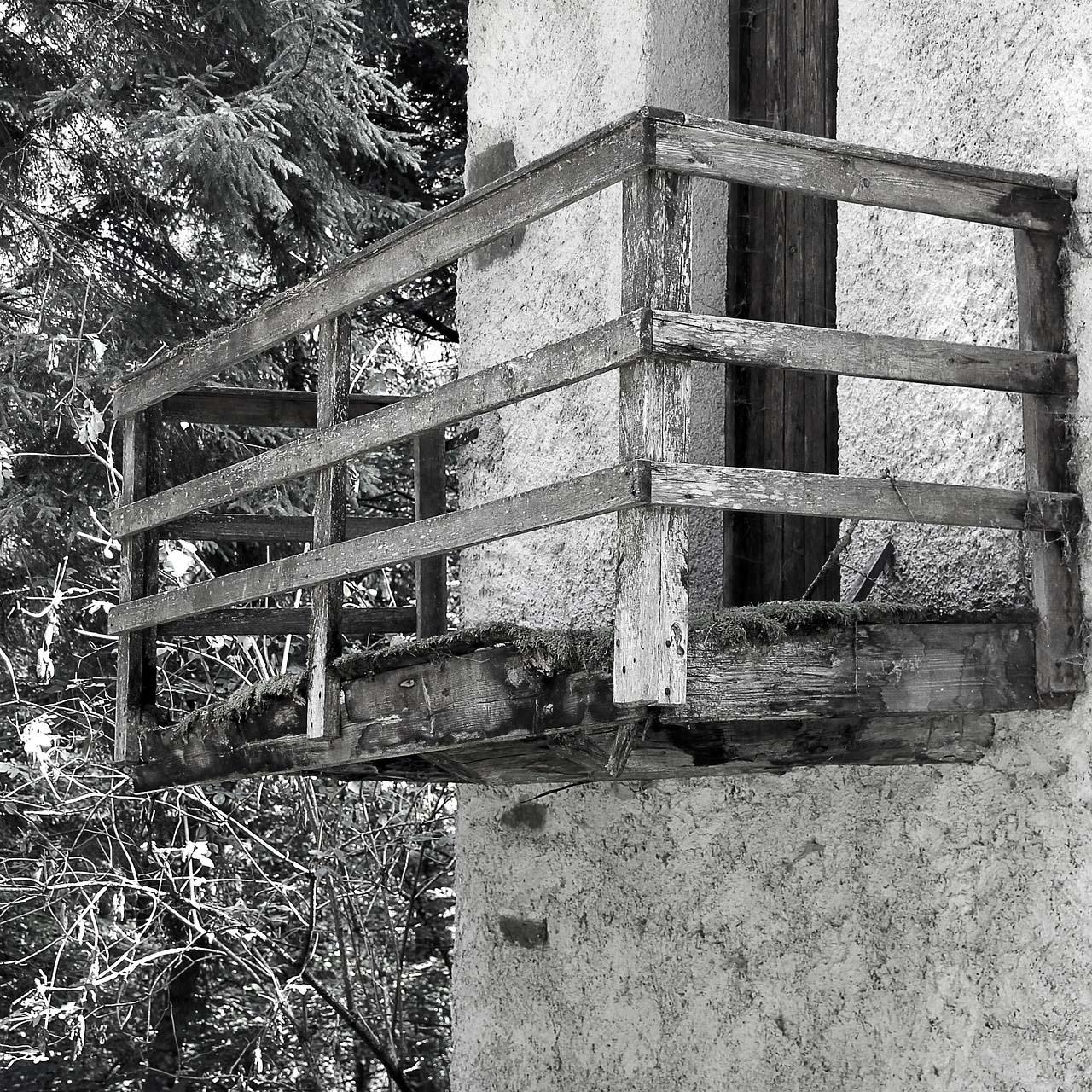 failing wood balcony