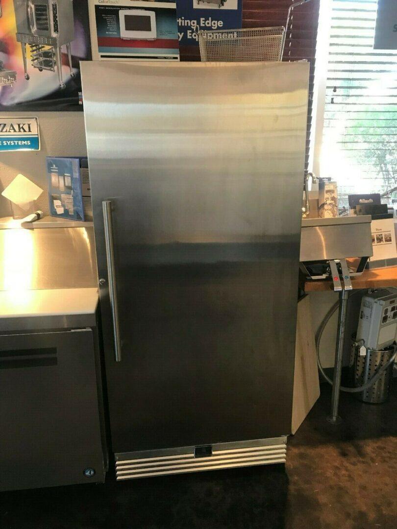 1 Kelvinator Reach-In Refrigerator KCBM180RQY