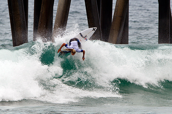 Peterson surfing in Round 1 on the south side of the Huntington Beach Pier. (ASP Photo)