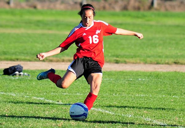 Alejandra Alvarez scored the second goal for Carpinteria on Monday.