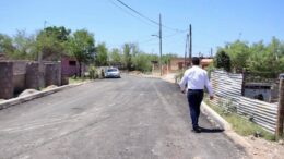 Julio Long supervisa pavimentación