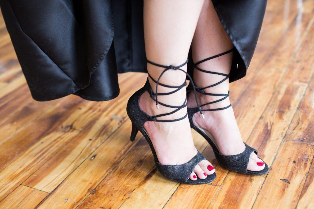 chaussures-yellow-bal-finissants-noir-sandales