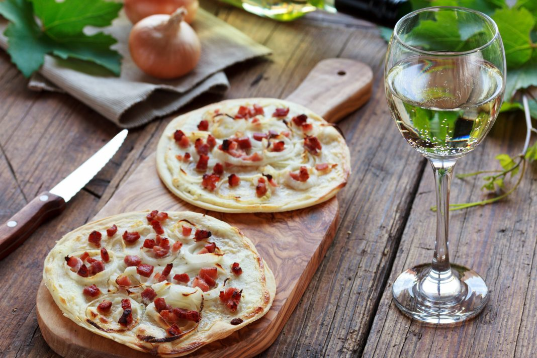 apero-alsace-tarte-flambee-vin-blanc