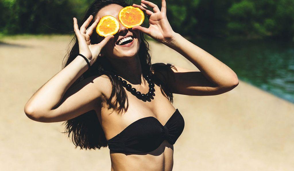 femme heureuse, orange