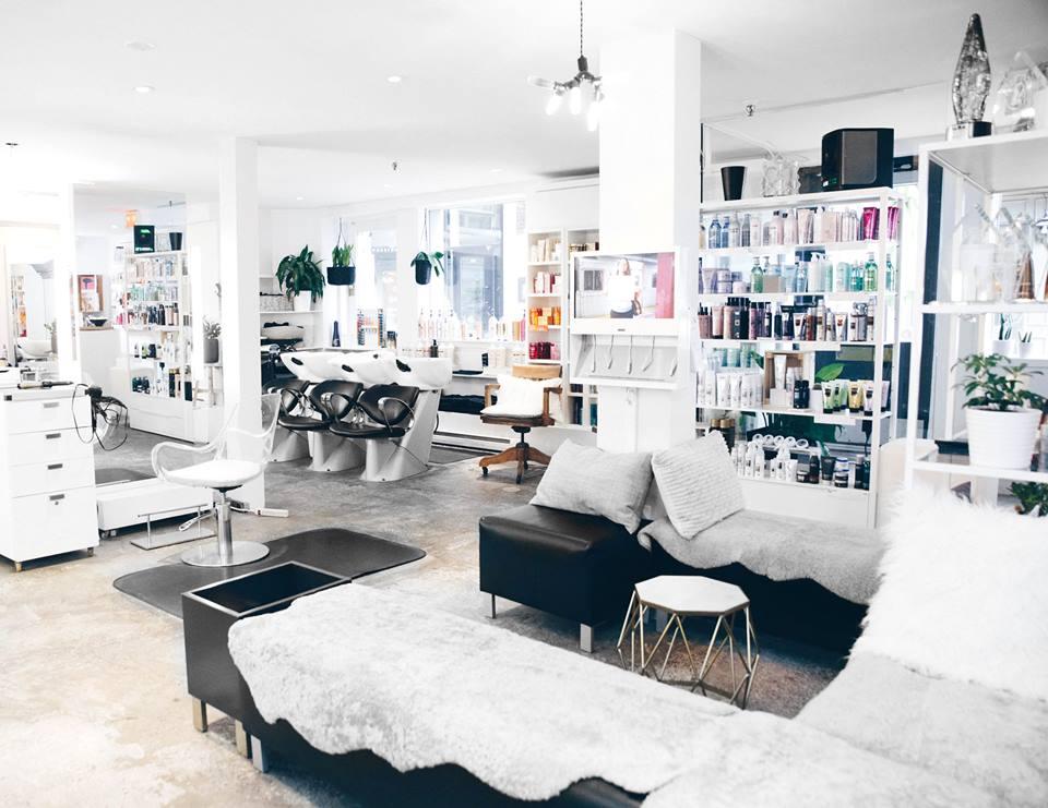 Salon de coiffure, Local B