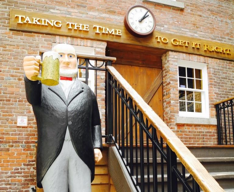 Nova Scotia, Halifax - Enjoy a sociable beer - ©Robin Esrock