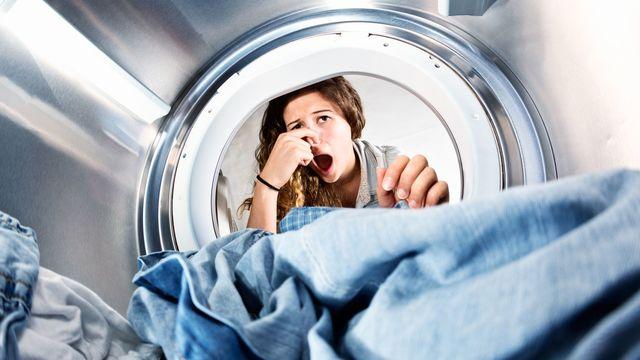 un-lave-linge-avec-des-mauvaises-odeurs_5967742