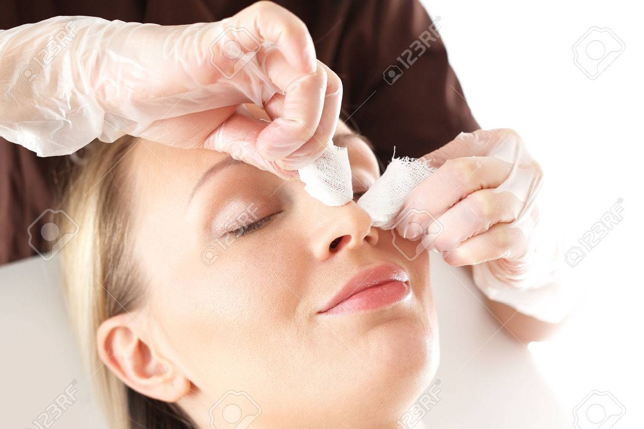 76728353-manual-facial-cleansing-cleansing-facial-skin-blackheads-squeezed-beautician-