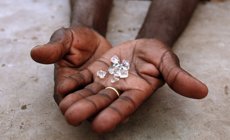 4 appear in court for dealing in diamonds