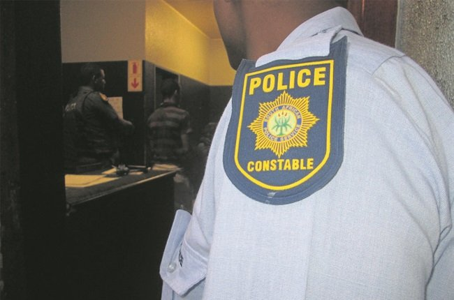 Three suspects were arrested in Sasolburg after robbing a cellphone shop - Free State