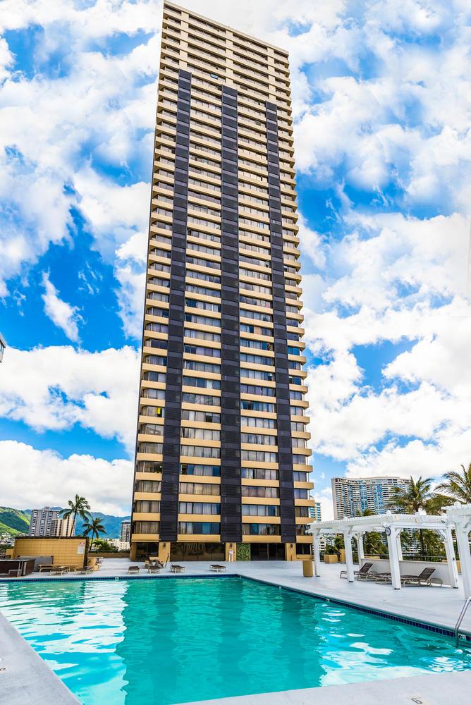 Penthouse104 Waikiki Hawaiian-large-002-Building Pool-668x1000-72dpi