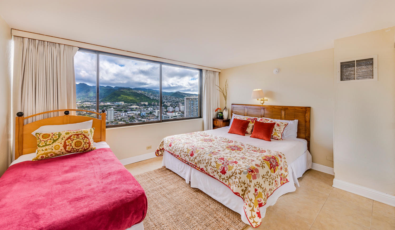 Penthouse104 Waikiki Hawaiian-large-012-Bed1-1500x874-72dpi