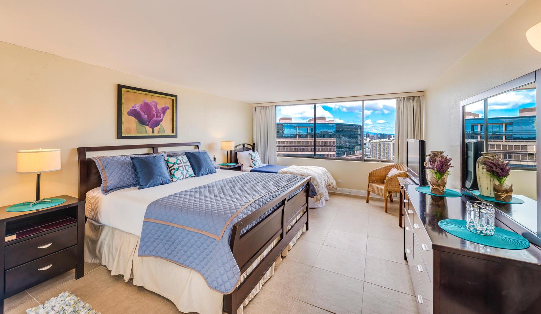 Penthouse104 Waikiki Hawaiian-large-015-Bed2-1500x871-72dpi