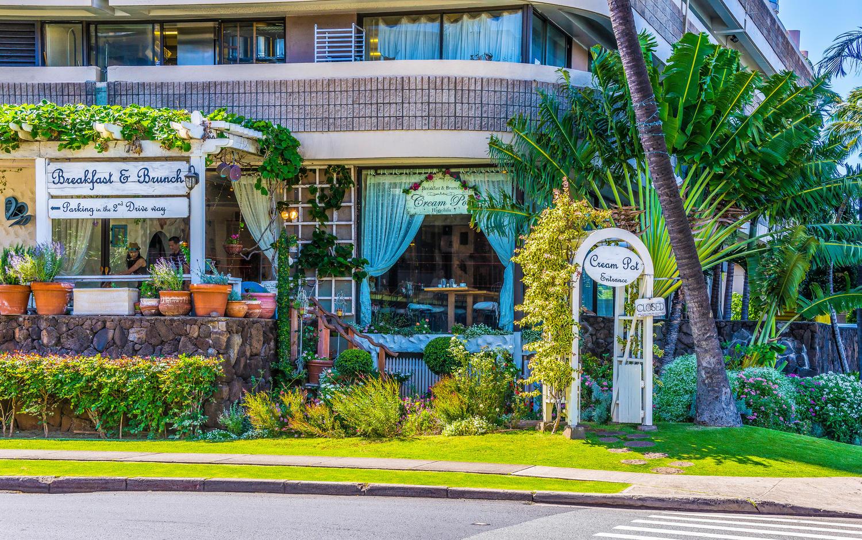 Penthouse104 Waikiki Hawaiian-large-025-Area Breakfast-1500x940-72dpi