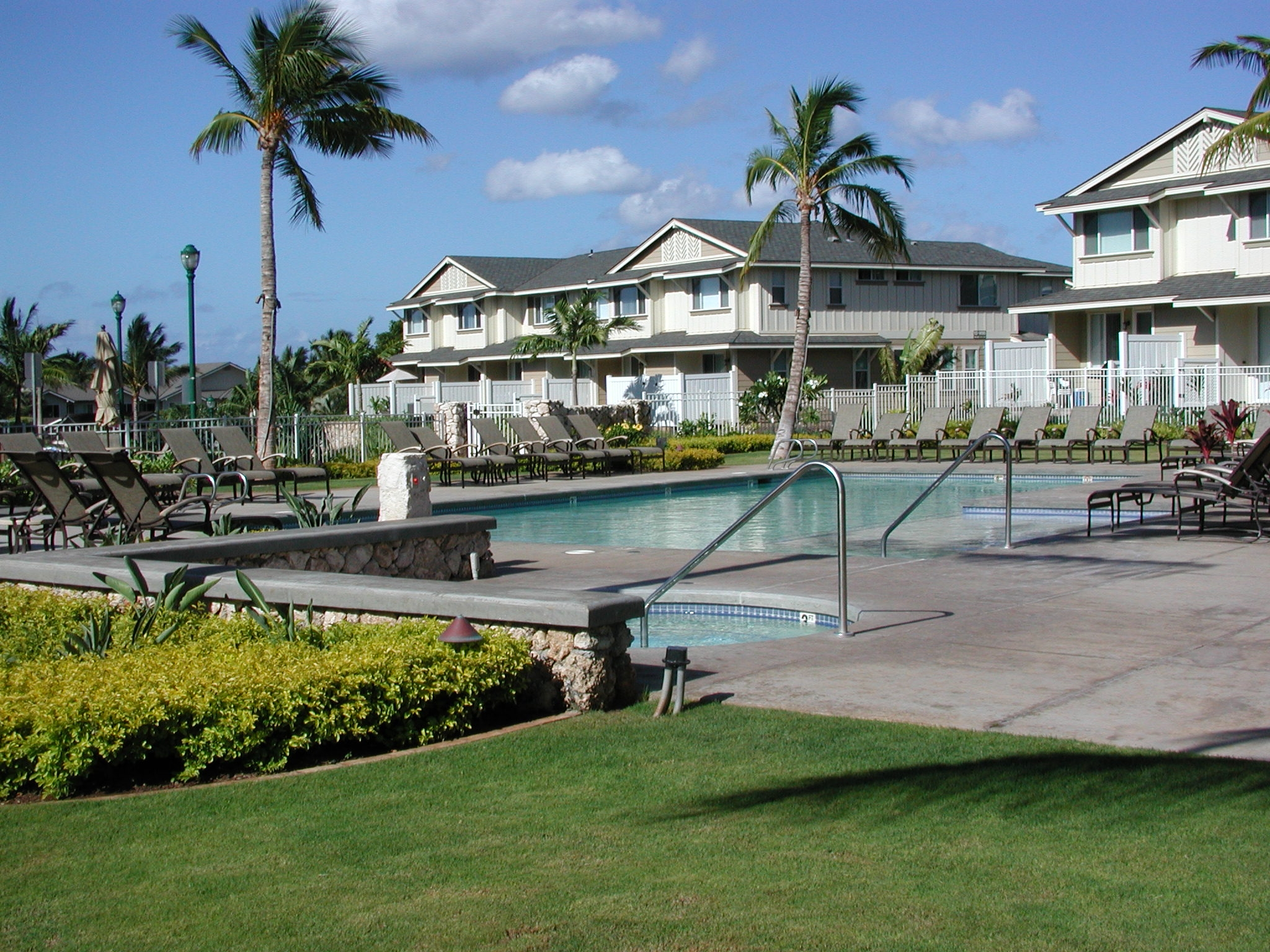 The pool and jacuzzi at the Ko Olina Hillside Villas. Full access during open hours for all residents and guests.