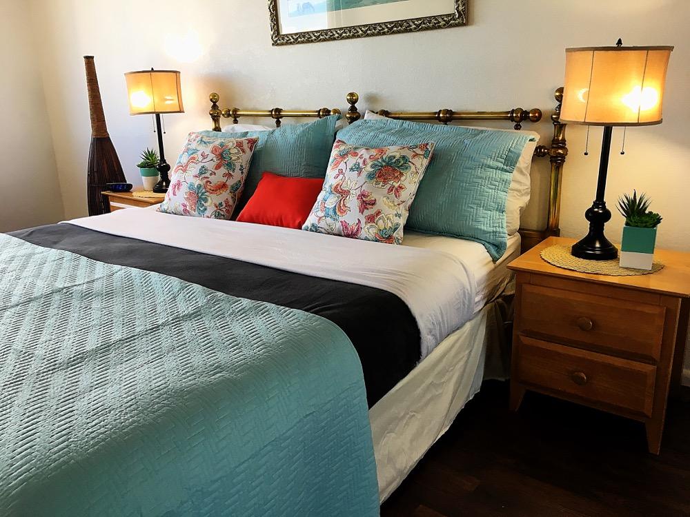 Hawaiian Monarch Penthouse 401 waikiki bedroom