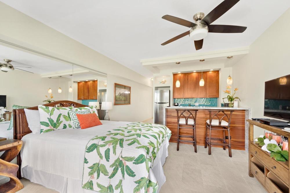 Waikiki Shore – 5th Floor (Large Studio)