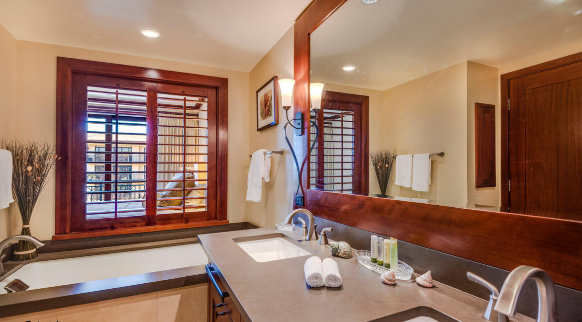 92104 Waialii Pl Kapolei HI-large-029-Master Bath with Window to-1498x1000-72dpi