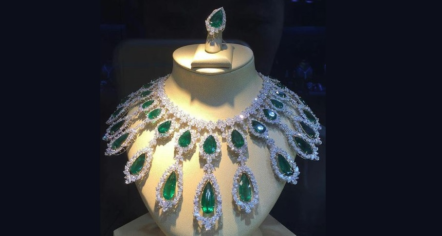 Exquisite Emerald and Diamond Necklace & Ring