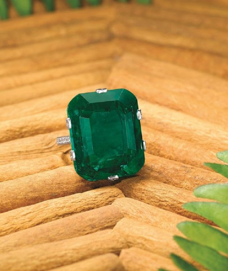 """The """"Crown of Muzo"""". Important 29.16-Carat Natural Untreated Colombian Muzo Emerald and Diamond Ring. Estimate:HK$ 9,800,000 – 13,000,000/US$ 1,260,000 – 1,666,000."""