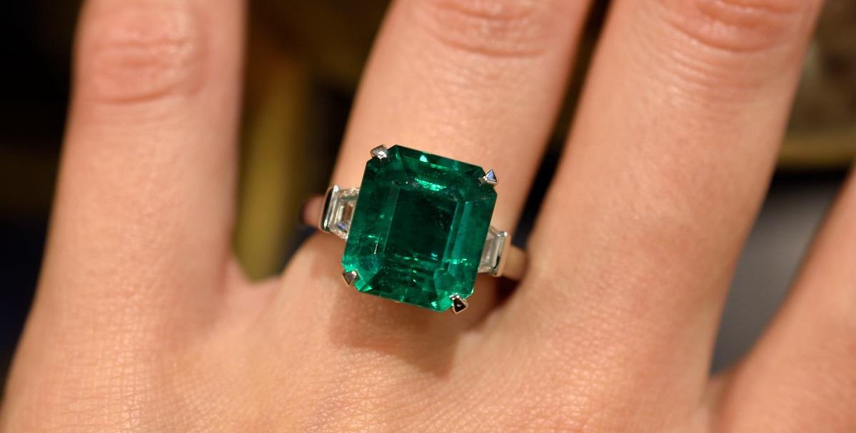 Fabergé Devotion emerald ring