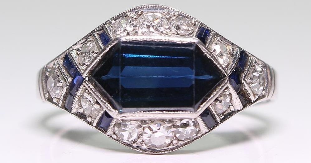 Antique Art Deco Platinum Sapphire & Diamond Ring