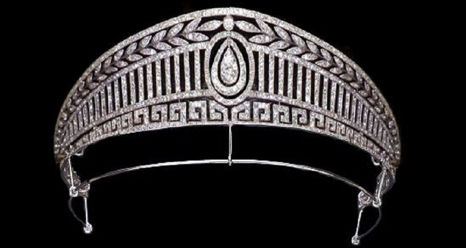 he Prussian tiara of Princess Victoria Louise came into the Greeky Royal Family with her daughter, Queen Frederika, then left with her daughter Sophia, when she married Juan Carlos of Spain is this very Greek-looking piece. Today it's worn by the present Queen of Spain, Letizia, daugther-in-law of Queen Sophia.