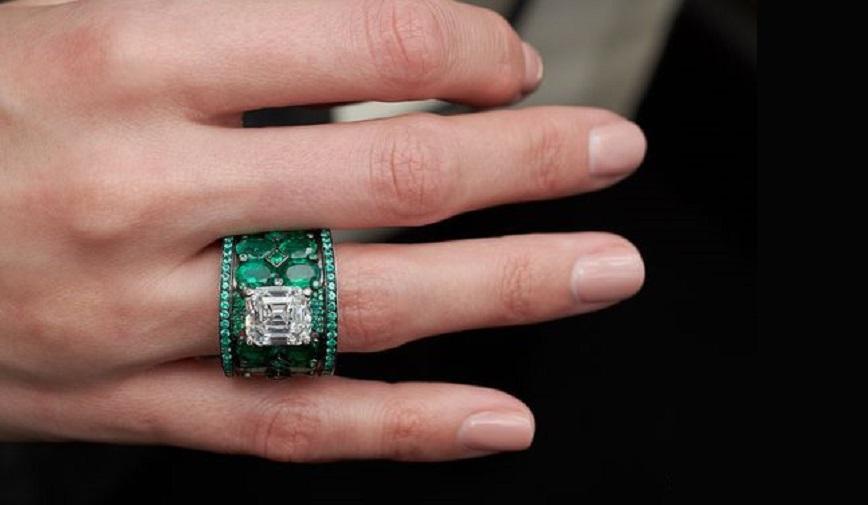 de GRISOGONO High Jewellery Diamond and Emerald Ring