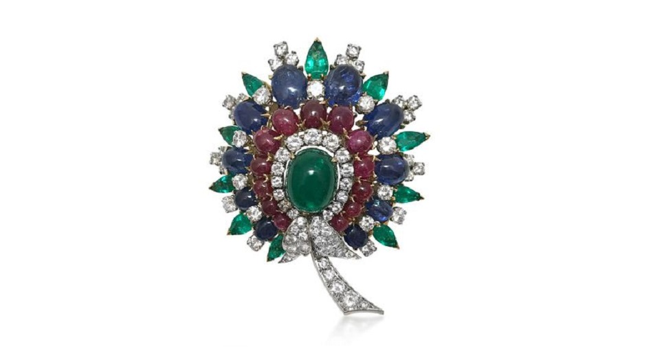 A CABOCHON GEM-SET AND DIAMOND BROOCH