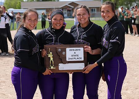 Seniors holding state trophy