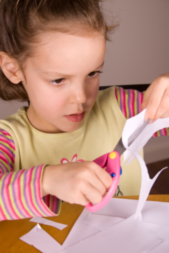 girl using scissors