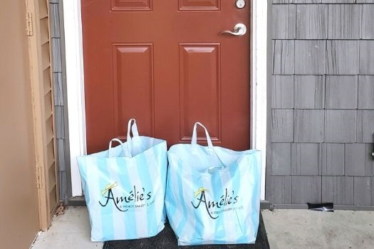 Amelie's offers delivery