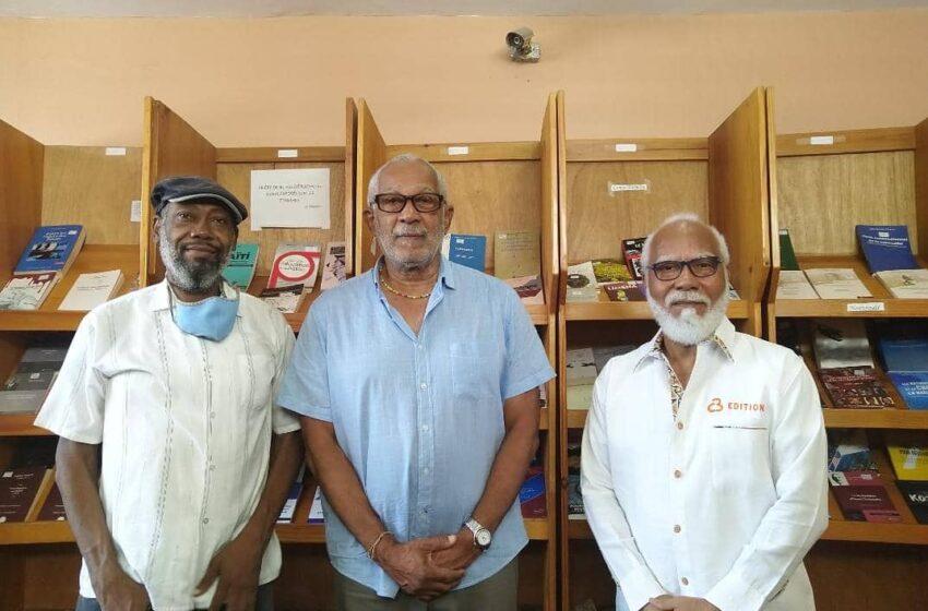 Daniel H. Supplice supporte le Centre culturel l'Amaranthe avec un don de documents