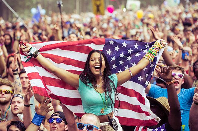 tomorrowworld-2014-crowd-fan-billboard-650