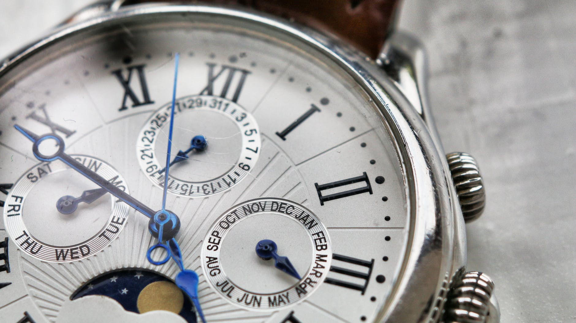 close up photography of wristwatch