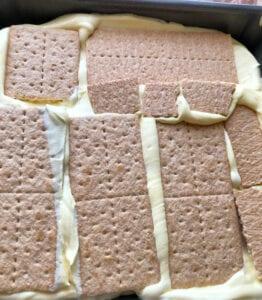 Layering Pudding and Graham Crackers