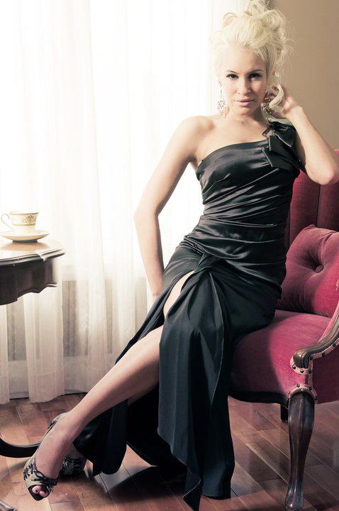 Photo-showing-Theresa-Longo