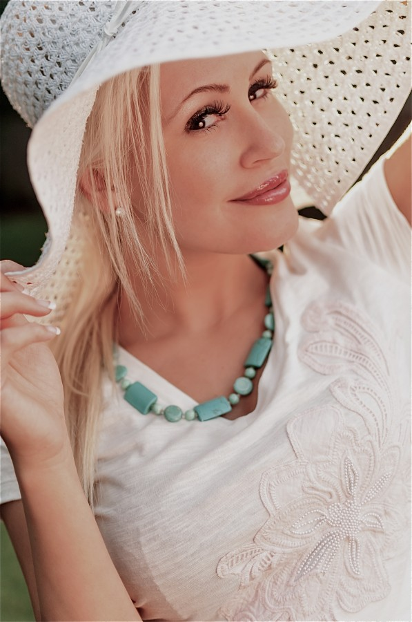 Photo_Showing_Canadian_Actress_Theresa_Longo