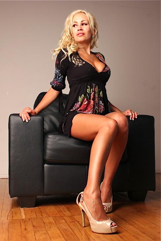Photo_Showing_Canadian_Model_Theresa_Longo