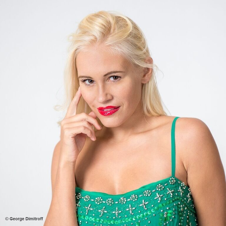 Famous-Actress-Theresa-Longo