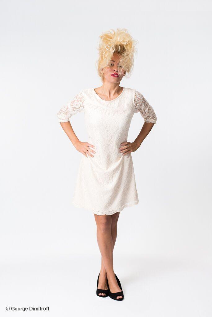 Photo-Showing-Fashion-Model-Theresa-Longo
