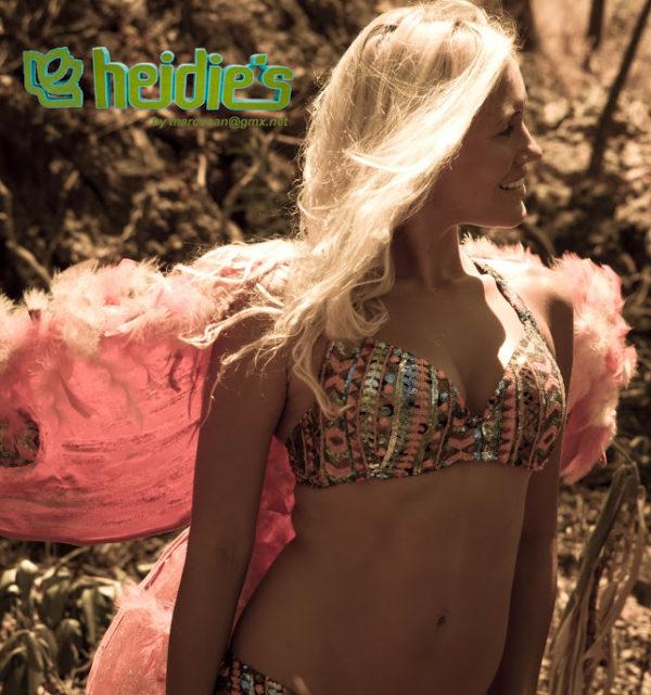 Supermodel-Heidies+Bikinis