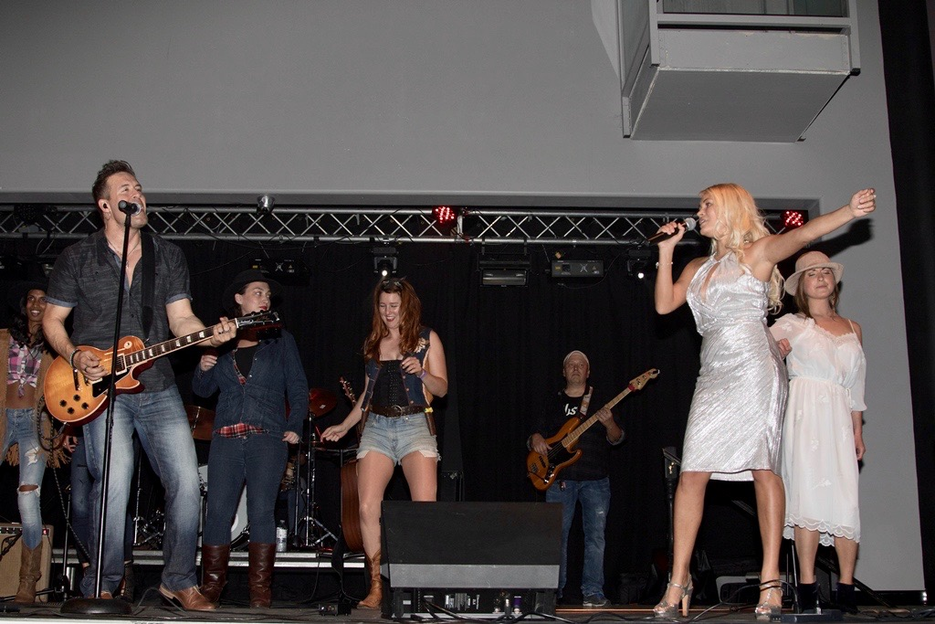 Concert-Theresa-Longo