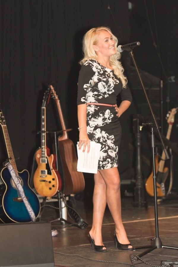 Show-Host-Theresa-Longo