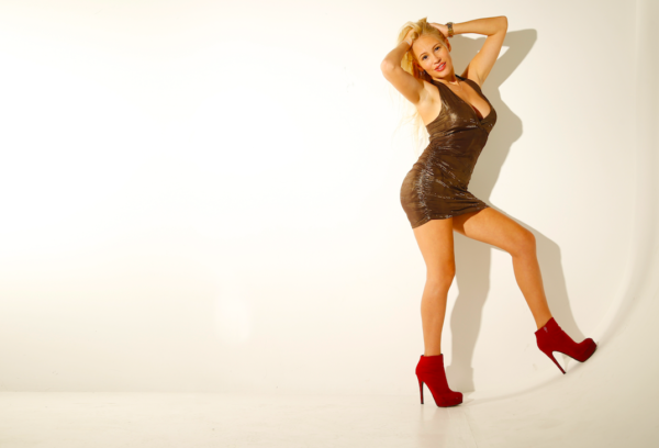 Theresa-Longo-Supermodel_2020