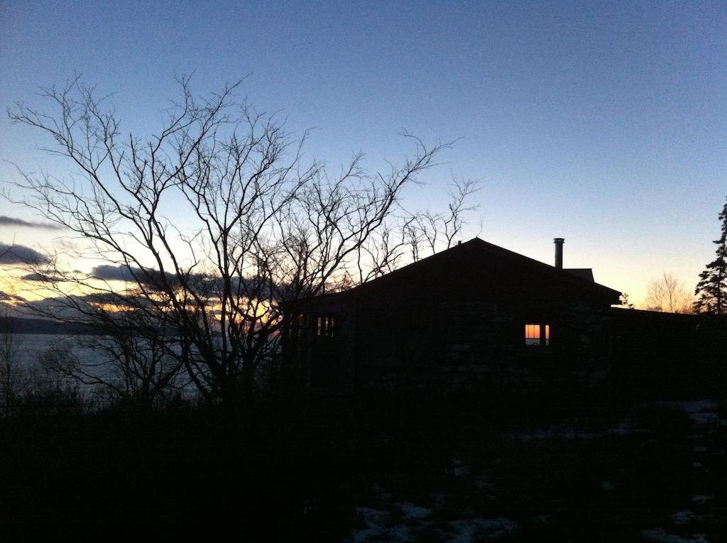 Cabin_winter_sundown