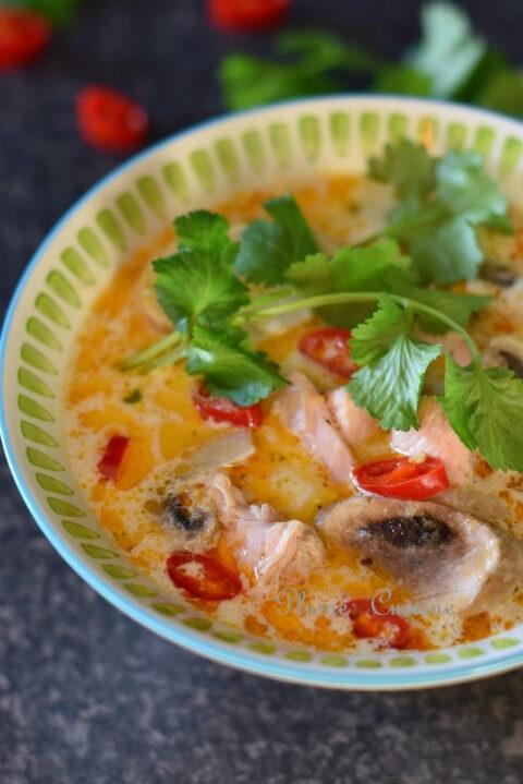 Soupe-thai-poulet-et-lait-de-coco