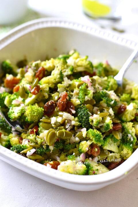 Salade-brocoli-raisins-recette